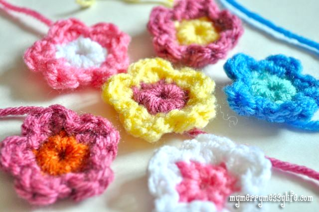 Free Crochet Pattern for a Tiny Flower - Perfect for Beginners